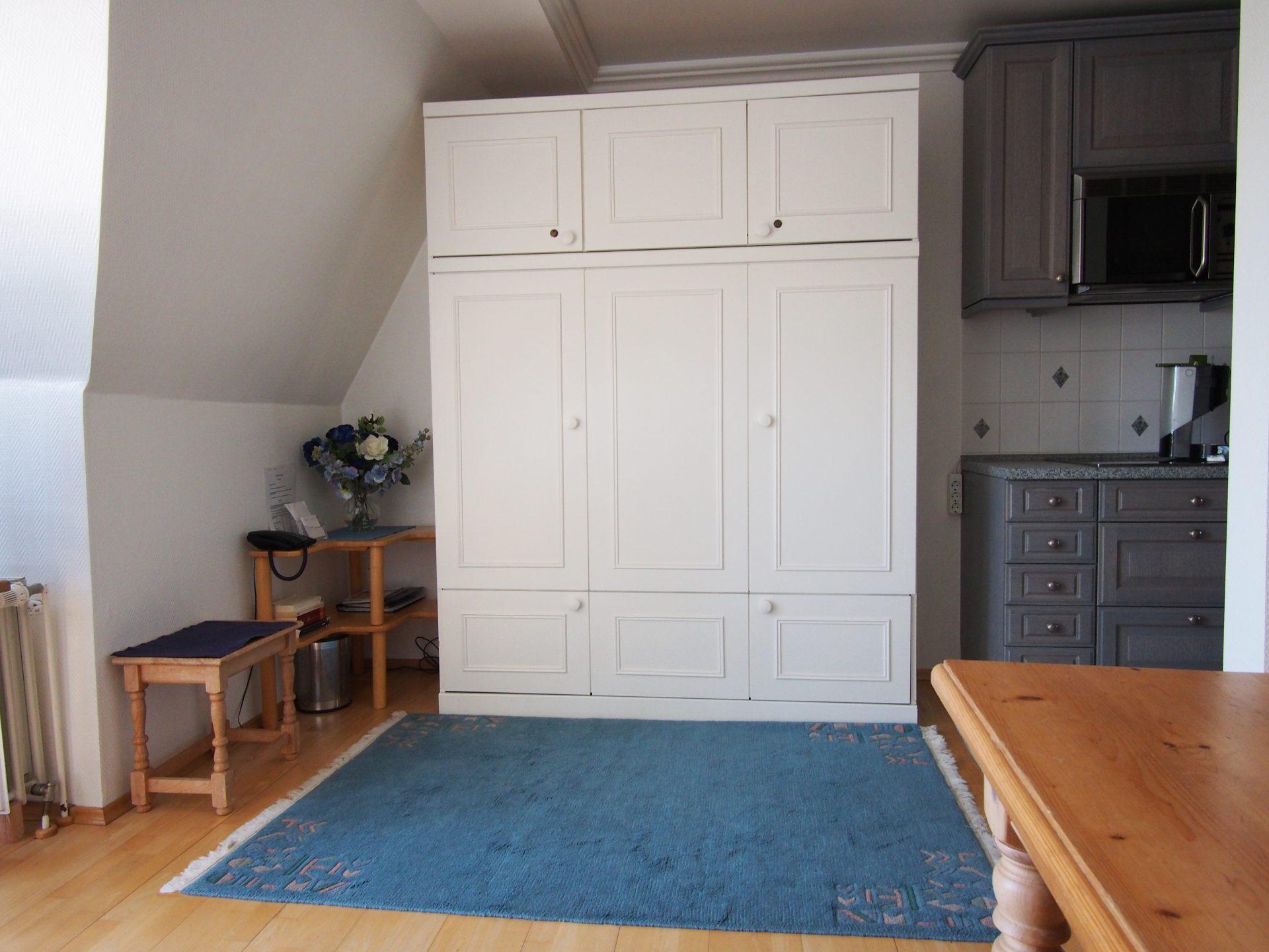 Das große Schrankbett mit vollwertiger großer Matratze