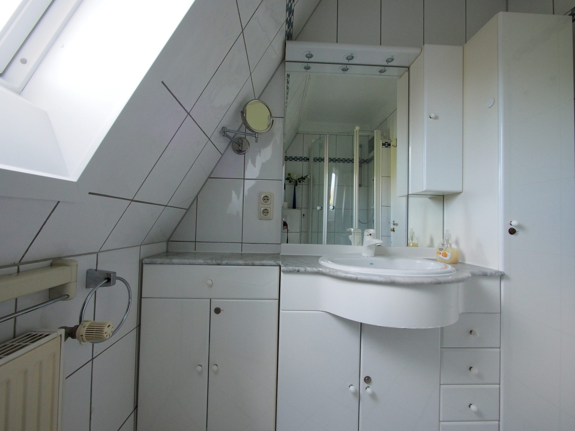 Das vollausgestattete Luxus Badezimmer